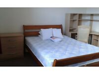 Superb bright & airy master bedroom (double) - NON-SMOKING clean & spacious 4 bedroom shared house