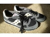 NEW Men's Trainers, size 9, Saucony, beige and grey