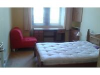 Large double room available in 2 bed flat near Thornwood roundabout £370pm inc. all bills