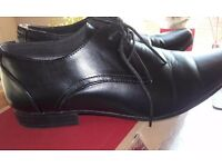 Mens shoes, black lace up. worn once,cedar wood state. great bargain.8