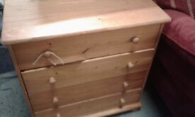 lovely set of pine drawers £45.00