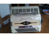 "Sonola Piano Accordion 120/41 white Compact 120 Bass, 5 Cuplers, 41 Treble keys on 18"" keyboard."