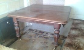 Wind out dining table