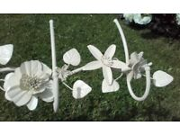 Hooks - 3 pegs with cream flowers