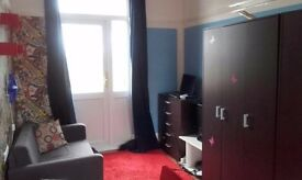 Large bright 156 sq ft double room with balcony, overlooking the park.