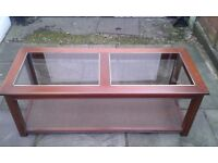 +++ FOR SALE - LARGE DARK WOOD, GLASS TOPPED COFFEE TABLE - £20 +++