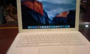 "MacBook Late 2009/ 13.3"" /Core 2 Duo/  2.26 GHz/ 4 GB Memory/ 320 GB HDD"