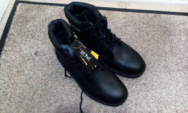 MENS WORK BOOTS - SIZE 11