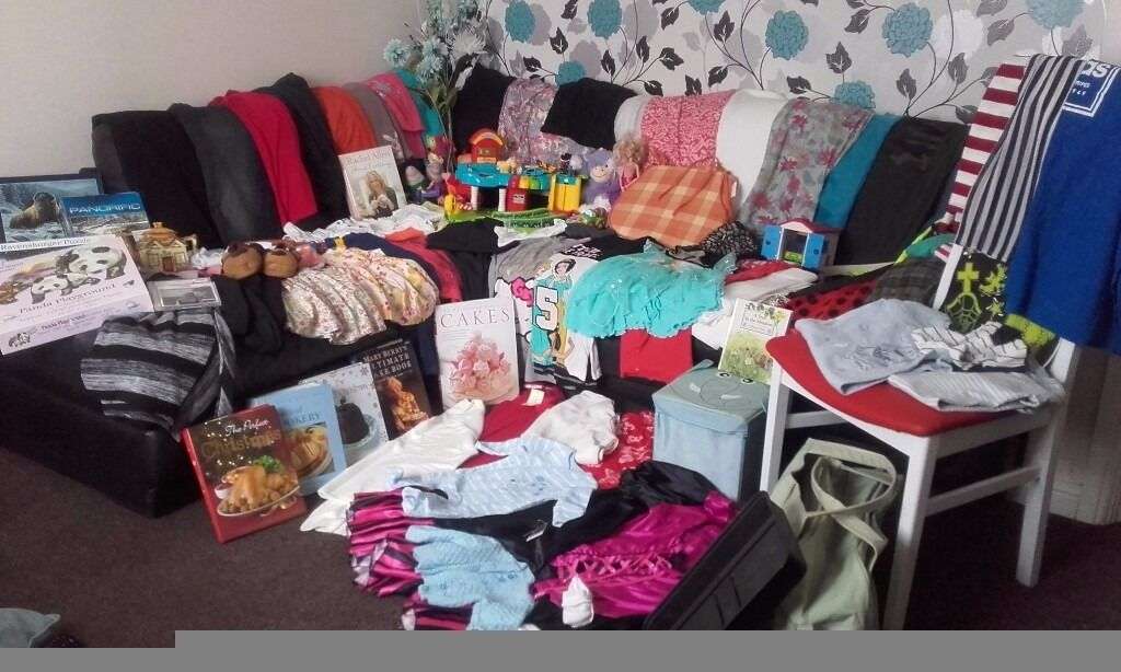 carboot joblotin Wakefield, West YorkshireGumtree - large joblot over 100 items toys inc vtech garage and talking peppa pig characters jigsaws including unopened ones fancy dress clothing a mix of ladies ,mens and childrens clothing some items new with tickets still on artificial flowers all nearly...