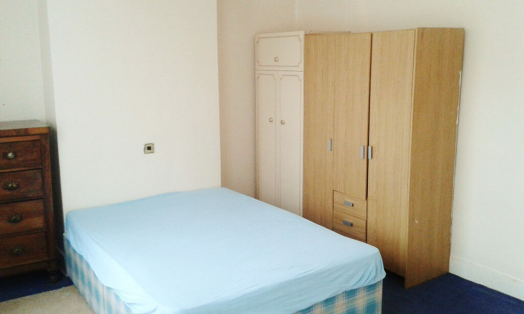 GOOD SIZE DOUBLE BEDROOM - EAST CROYDON - CLOSE TO STATION - FURNISHED + PARKING + WIFI + ALL BILLS