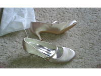 JJs House - Women's Satin Stiletto Heel Closed Toe Shoes, size 7 (Champagne)