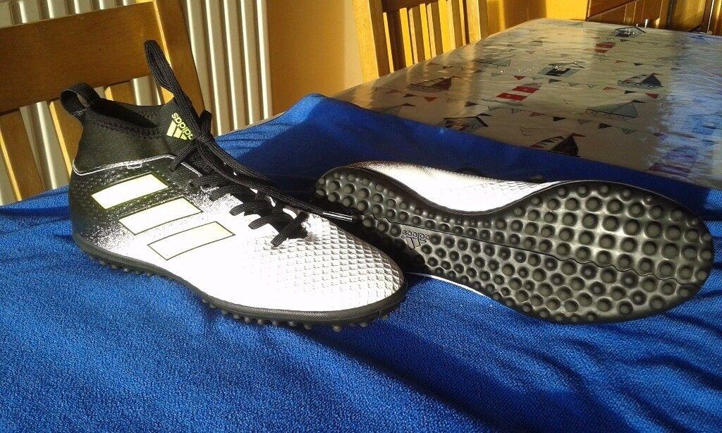 Adults UK6 adidas Ace Tango 17.3 Astroturf Trainers - White/Yellow/Black B117