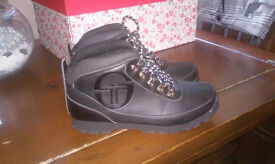 Ladies Hiking Boots Size 5 Brand New Unworn Waterproof