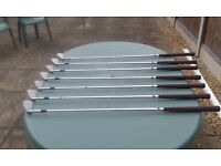 SET OF TITLEIST GOLF CLUBS + TWO METAL WOODS + SAND IRON + WEDGE + PUTTER