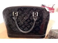 LOVELY MEDIUM SIZE BLACK PATENT HANDBAG IN THE STYLE OF LOUIS VUITTON IN GREAT CONDITION