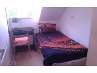 Single room in Manor House/Weekly cleaning service included.