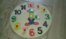 EDUCATIONAL WOODEN CLOCK with removable pieces for help in learning to tell the time & fun REDUCED