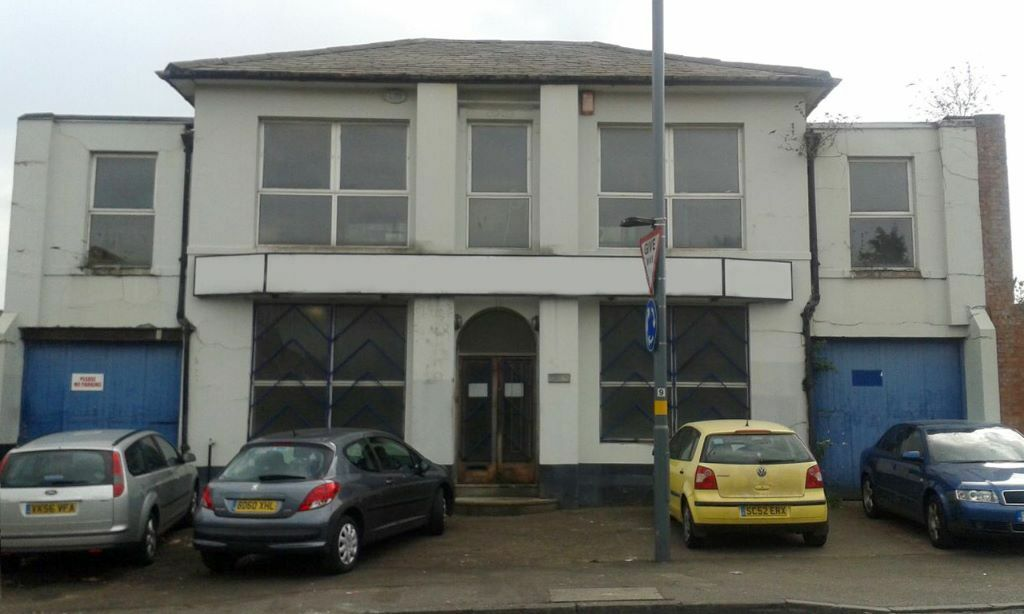 Hockley - Office rooms for rent within large warehouse