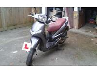 2016 excellent condition, grey and red seated 125cc Peugeot tweet