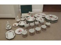 Immaculate Cloverleaf Peaches and Cream crockery dining set. Perfect family Christmas present.