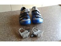 Shamano bike shoes with clip on pedals
