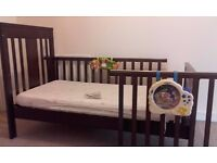 MAHOGANY COT / COTBED MAMAS AND PAPAS