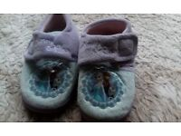 Girls new size 11 frozen slippers