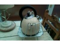 Kettle cradle