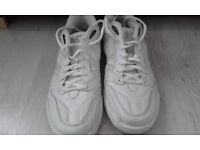 Men's / youth's white trainers size 6 £3.00