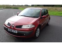 RENAULT MEGANE 1.4 PETROL DYNAMIQUE 5 DOOR HATCHBACK MET RED PAINT /BLACK CLOTH INTERIOR.