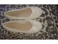 Size 6 shoes and ladies clothes