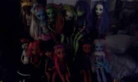 12 monster high dolls