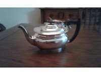 Teapot EPNS made in sheffield. Beautiful and elegant. It has been in the family for more than 70 yrs