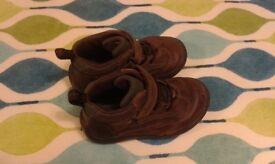 """Clarks """"baby walking"""" boots 6 ½F"""