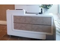High gloss hairdressing reception desk