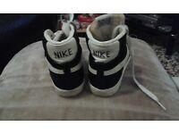 Black Nike blazers high trainers