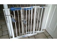 2 x Lindam safety gates. VG condition. Complete with fittings.