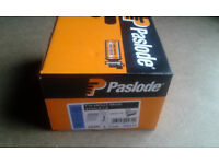 BRAND NEW BOX OF 63MM PASLODE ANGLED BRADS WITH 2 GAS DATED TO MARCH 2019!!