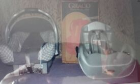 Graco autobaby 0+ car seat with autobase