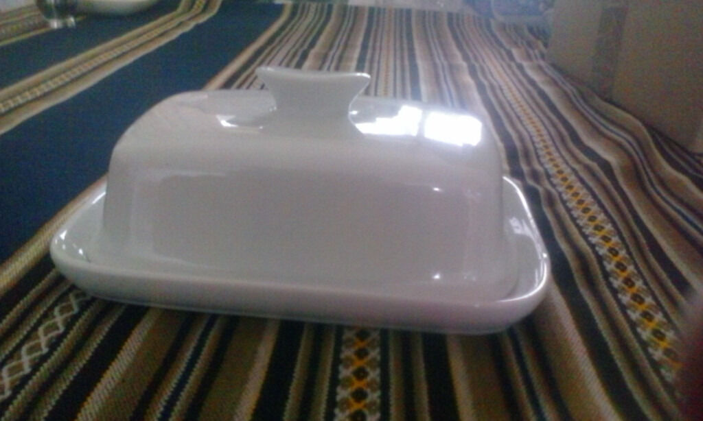 butter dish in white porcelainin Tilehurst, BerkshireGumtree - Elegant white butter dish in porcelain to grace any table. Collection only