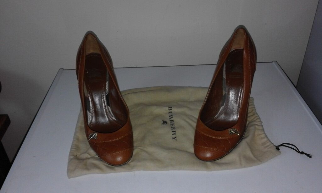 ladies original Burberry shoes size 5
