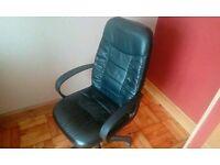Office/desk chair.