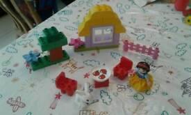 Snow White's cottage Duplo set