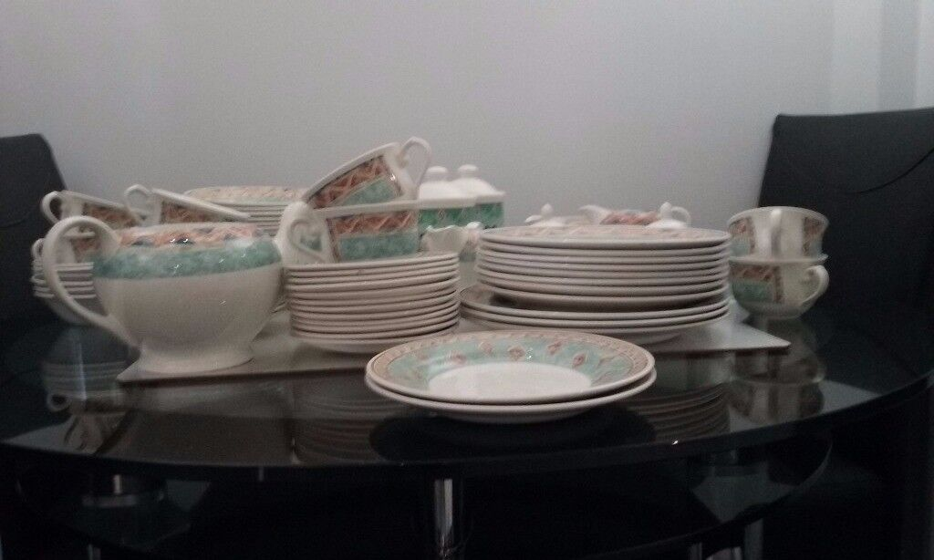 JEFF BANKS PORTS OF CALL LARGE DINNER SERVICE FOR SALE