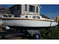 LEISURE 17' SAILING BOAT, TRAILER. YAMAHA 4HP OUTBOARD AS NEW.