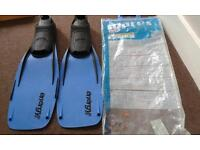 Mares flippers size 8-9