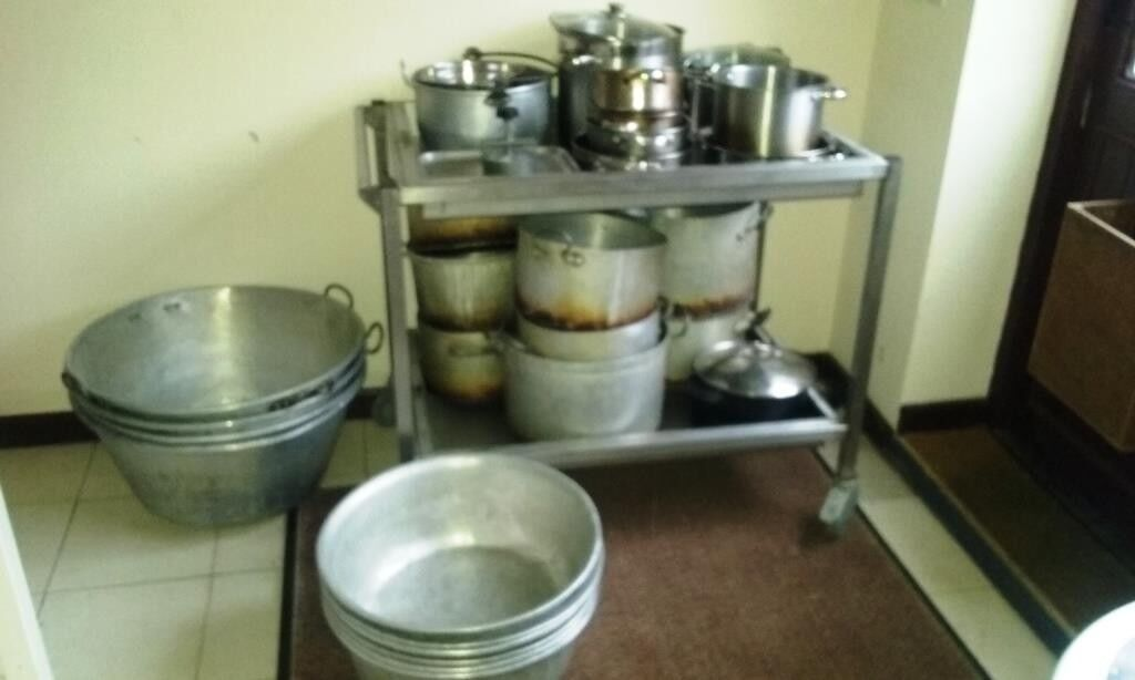 commercial cooking pots large sizes as a job lot.