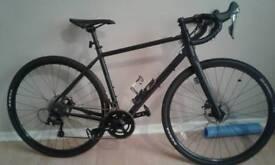 Pinnacle Arkrose 4 cyclo cross bike medium 6 months old used twice