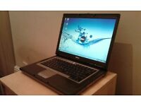 Dell latitude 2 GB Ram 160 GB Windows 7 & Office 2010