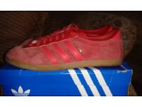 ADIDAS RED LONDON TRAINERS 2010 FOOTBALL CASUAL/RETRO.